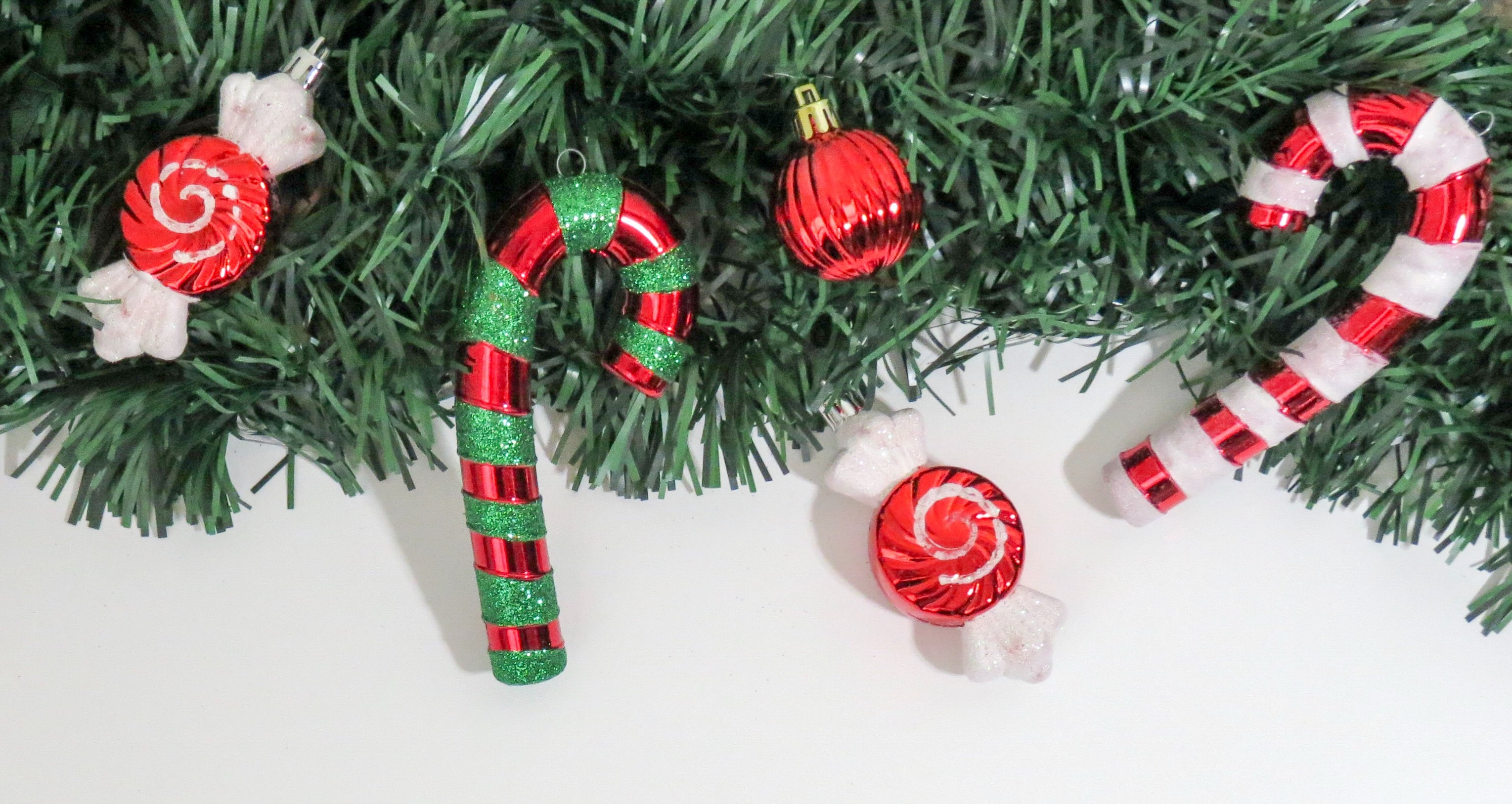 Attendees can participate in an underwater candy cane hunt during the Candy Cane Festival.