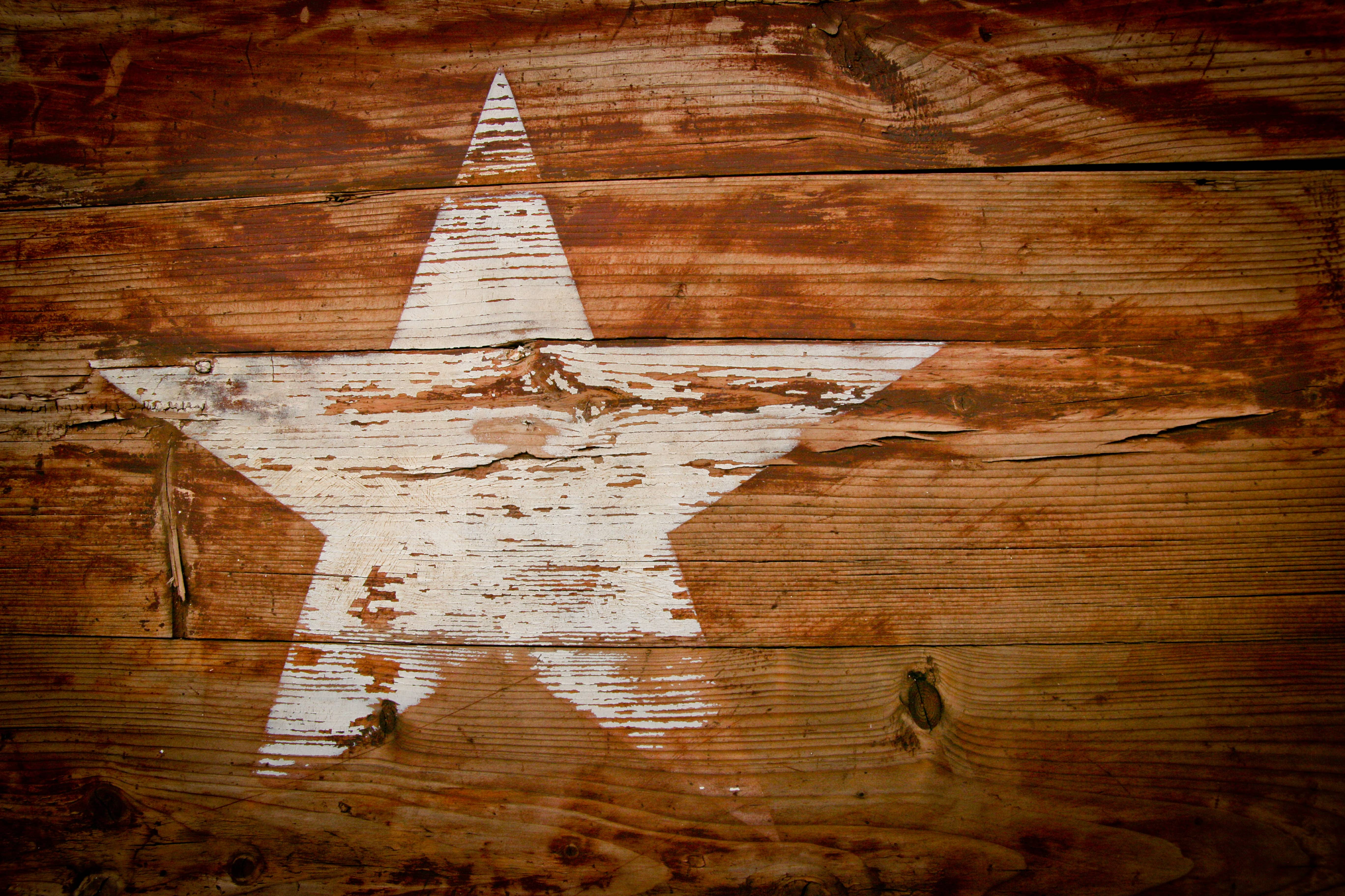 A white star painted on a piece of wood